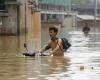 Туристы в Китае погибли при наводнении