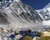 В результате лавины у Эвереста погибли туристы