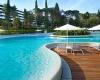 Новый потрясающий бассейн в отеле Хорватии