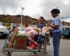 Жителям Венесуэлы запрещено покупать продукты больше двух раз в неделю
