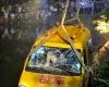 В Китае микроавтобус упал в пруд: погибли 11 детей