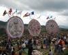 Гигантские змеи заполнили гватемальское  небо на День мертвых