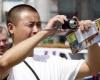 Китайцам запретили ковыряться в носу