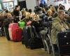 Тысячи людей страдают от забастовок работников авиа- и железнодорожного транспорта во Франции